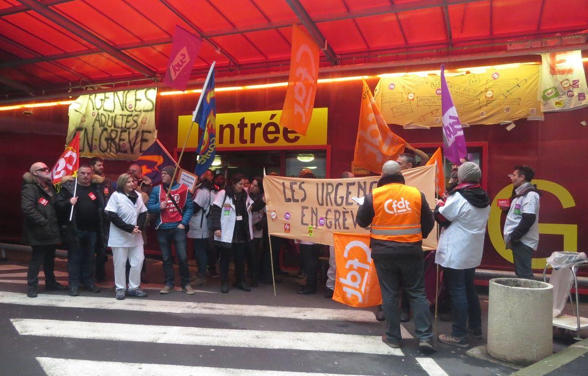 Les personnels en grève ont redécoré l'entrée des urgences – J. Urbach/ 20 Minutes