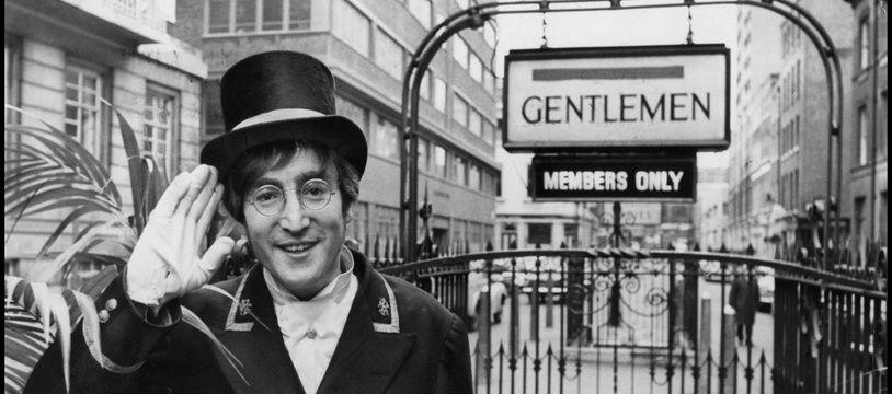 Le chanteur John Lennon