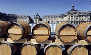 Avec une hausse de 17% en volume et 28% en valeur sur une année, les vins de Bordeaux continuent d'augmenter leur marge de progression à l'export, portés par le marché chinois et la reprise des traditionnels marchés européens ou américains, a-t-on appris lundi.