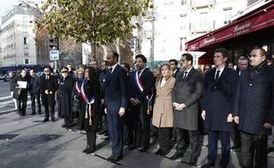 Paris, le 13 novembre 2018. Cérémonie d'hommage aux victimes des attaques terroristes du 13 novembre 2015 avec Anne Hidalgo, maire de Paris, et Edouard Philippe Premier ministre, devant le bar Comptoir Voltaire.