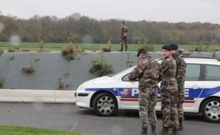 Les recherches pour retrouver le «tigre» en liberté vendredi 14 novembre où l'animal avaita été aperçu à côté d'une station service.
