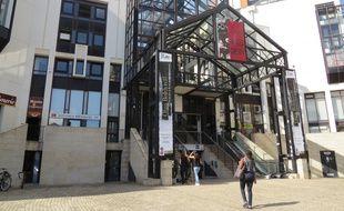 La médiathèque centrale Jacques-Demy, quartier Gloriette à Nantes.