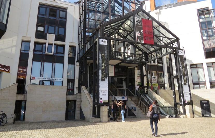 Nantes Les Emprunts Dans Les Médiathèques Bientôt Gratuits Pour Tous