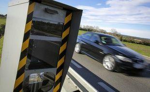 Les trois voitures roulaient à plus de 200 km/h sur une route départementale des Hautes-Pyrénées. Illustration.