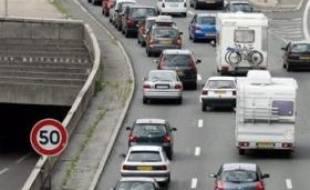 La circulation restait relativement fluide jeudi à 07H00 sur les grands axes routiers d'Ile-de-France, avec 90 km de ralentissements et de premiers bouchons, supérieurs de moitié au niveau habituel à la même heure, selon le Centre régional d'information et de coordination routières (CRICR).