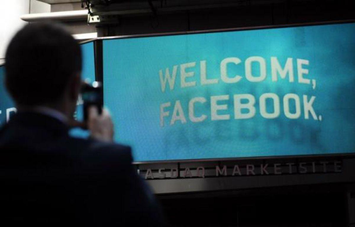 Le site internet Facebook a demandé à la justice américaine de centraliser à New York toutes les plaintes le visant depuis son entrée en Bourse ratée du 18 mai, tout en commençant à réfuter les accusations le visant. – Emmanuel Dunand afp.com