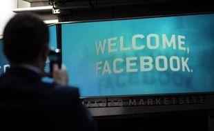 Le site internet Facebook a demandé à la justice américaine de centraliser à New York toutes les plaintes le visant depuis son entrée en Bourse ratée du 18 mai, tout en commençant à réfuter les accusations le visant.