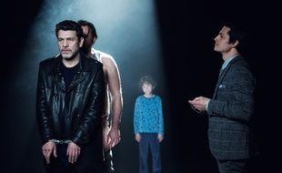 Marc Lavoine (Samuel Kepler) et ses trois «passagers» campés par Laurent Fernandez, Sacha Pirlet et Remi Bichet dans la série «Kepler(s)».