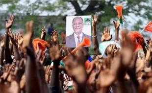 Des partisans d'Ouattara ont été tués dans la nuit de mercredi à jeudi à Abidjan.Une manifestation de soutien à Alassane Ouattara, le 20 novembre à Abidjan.