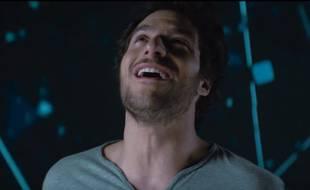 Amir dans le clip de «J'ai cherché».