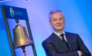 Bruno Le Maire et la cloche d'Euronext, la Bourse de Paris.