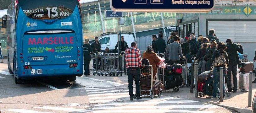 La navette relie la gare routière de Marseille Saint-Charles et l'aéroport en 25 minutes, en conditions de circulation normale.
