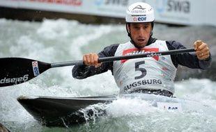 Le double champion olympique Tony Estanguet est devenu vice-champion d'Europe de canoë monoplace, battu samedi en finale par l'Allemand Sideris Tasiadis, lors de l'avant-dernière journée de l'Euro-2012 de slalom disputé à Augsbourg (Allemagne)