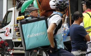 Un livreur Deliveroo à Grenoble, le 3 juin 2017.