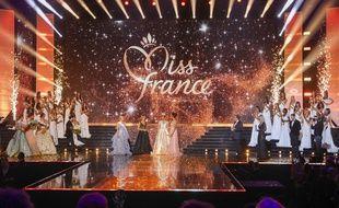 Sur la scène de l'élection de Miss France 2020, à Marseille, le 14 décembre 2019.