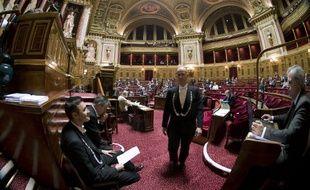 Des huissiers travaillent au Sénat, le 13 novembre 2013.