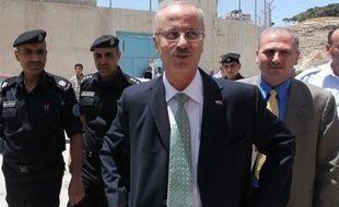 Un nouveau gouvernement de l'Autorité palestinienne, dirigé par l'universitaire Rami Hamdallah, a prêté serment jeudi soir à Ramallah, en Cisjordanie, a constaté l'AFP.