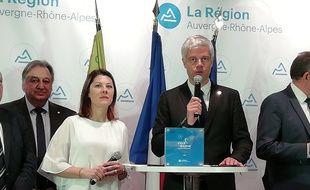 Aux côtés d'Audrey Sauvajon (à gauche), la maman de Marin, Laurent Wauquiez a annoncé le 25 mars le lancement d'un prix Marin pour récompenser annuellement un héros du quotidien.