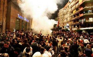 Des centaines de personnes, en grande majorité des partisans du chef de la majorité parlementaire antisyrienne Saad Hariri, ont fêté le départ de M. Lahoud dans le quartier de Beyrouth de Tarik Jdidé, en dansant la dabké, danse traditionnelle libanaise.