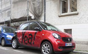 Strasbourg, le 1er septembre 2015 - Une Yea!, voiture en libre-service et sans réservation, à Strasbourg.