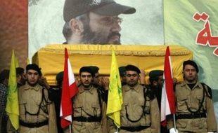 """Dans la banlieue sud de Beyrouth, des haut-parleurs dans les rues diffusent des chants glorifiant la guerre sainte et le martyre, et faisant l'éloge d'Imad Moughnieh, considéré par les partisans du Hezbollah comme un """"héros"""" de la résistance face à Israël."""