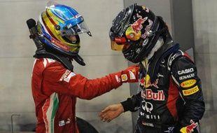 Sebastian Vettel (Red Bull) a gagné dimanche à Singapour, devant Jenson Button (McLaren) et Fernando Alonso (Ferrari), mais deux des trois seulement, l'Allemand et l'Espagnol, semblent encore en mesure de rêver du titre mondial, à six manches de la clôture.