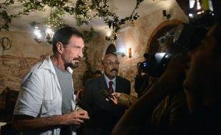 John McAfee, fondateur et ex-patron américain de la société éponyme de sécurité informatique recherché par le Belize dans le cadre d'une enquête sur un meurtre, a annoncé mardi qu'il allait demander l'asile politique au Guatemala, pays voisin.