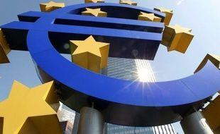 L'indice de confiance des chefs d'entreprises et des consommateurs s'est nettement replié en mai dans la zone euro, pour le deuxième mois consécutif, a indiqué mercredi la Commission européenne qui publie cet indicateur.