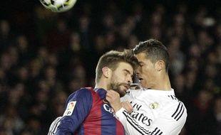 Piqué et Ronaldo à la lutte lors du dernier classico