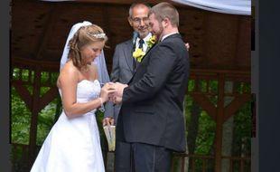 Le jeune homme a décidé d'offrir un second mariage à son épouse amnésique, qui ne se souvenait plus de leurs noces.