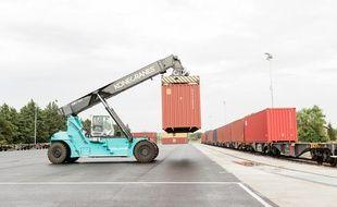 Les premiers conteneurs sont partis en train de l'usine Perrier, mercredi.