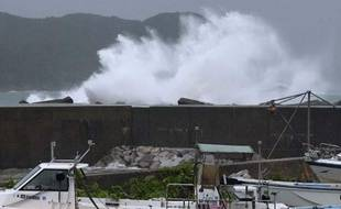 Vagues sur le port de Kumano, au Japon, à l'approche du typhon le 15 septembre 2013.