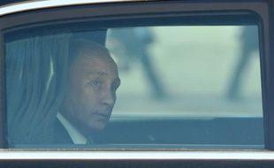 Le président russe Vladimir Poutine arrive à l'Elysée, le 2 octobre 2015 à Paris