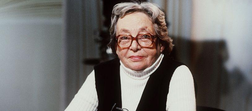 L'écrivain français Marguerite Duras (1914-1996) assiste à l'émission télévisée «Apostrophes» à Paris, le 28 septembre 1984.