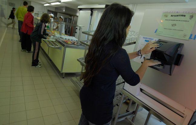 Nantes, Machine de reconnaissance de contour de la main utilisée dans la cantine du collège Le Herault à Saint-Herblain.