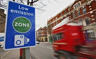 Dans la Zapa de Londres, les poids lourds trop polluants doivent acquitter un péage d'environ 230€ par jour depuis février 2008.