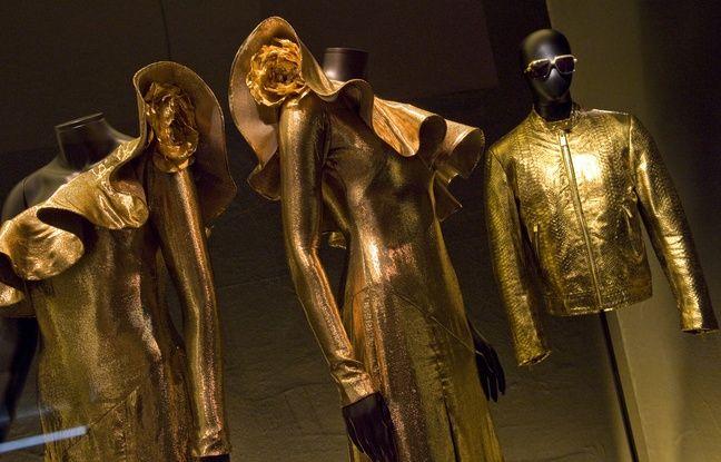 Les robes pailletées de Brigitte ont été créées par Alexis Mabille.