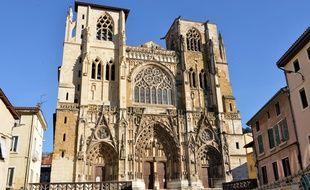 Vue de la facade avant de la cathedrale Saint Maurice à Vienne (Isère).