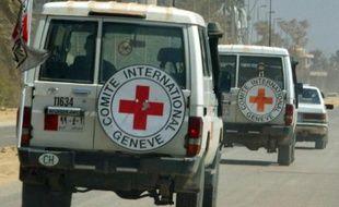Un convoi de la Croix-Rouge à Bagdad en Irak en mars 2003