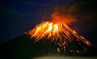 Le volcan Tungurahua, le 27 février 2016, à 130 km au sud de Quito