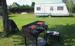 De plus en plus de particuliers louent leur jardin à des vacanciers et notamment à des camping-cars.
