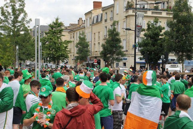 Les Irlandais présents en nombre à Bordeaux à l'occasion du match entre l'Irlande et la Belgique le 18 juin 2016.