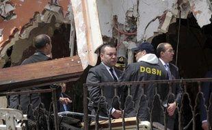 Le roi du Maroc, Mohammed VI, sur les lieux de l'attentat de Marrakech, samedi 30 avril 2011.