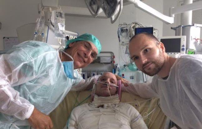 Un homme de 33 ans a bénéficié d'une greffe exceptionnelle de peau de son jumeau, une opération menée par le chirurgien Maurice Mimoun à l'hôpital Saint-Louis en 2016