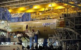 Formation des ouvriers demandeurs d'emploi, alternance emploi-formation, conventions avec les grandes écoles: l'industrie aéronautique, Airbus en tête, fait feu de tout bois pour accroître le vivier de main d'oeuvre adaptée à ses besoins et faire face à sa croissance.