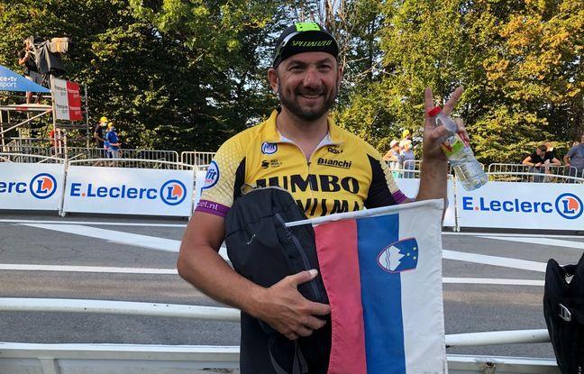 Ici jeudi à La Roche-sur-Foron, Robert parcourt chaque jour 70 km sur les routes du Tour avant d'assister à l'arrivée de la course.