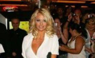 L'actrice de télévision Pamela Anderson a convolé samedi pour la troisième fois, avec Robert Salomon, un ancien petit ami de la starlette Paris Hilton à Las Vegas (Nevada, ouest), a annoncé le magazine People.