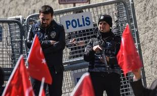 Des policiers turcs.