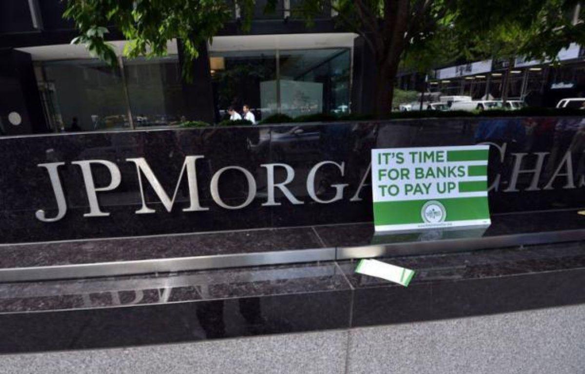 """La banque américaine JPMorgan Chase a cédé environ 65 à 70% des positions du trader surnommé """"la baleine de Londres"""", qui lui ont fait perdre au moins 2 milliards de dollars, selon la chaîne de télévision CNBC. – Stan Honda afp.com"""