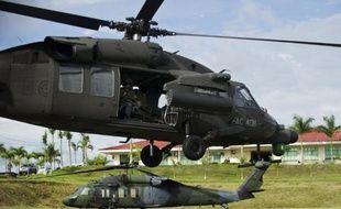 Un hélicoptère de l'armée colombienne décolle de la base de Quibdo pour participer à une opération de libération de prisonniers des Farc, le 19 novembre 2014